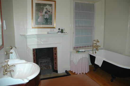 Ardtara Country House: huge bathroom