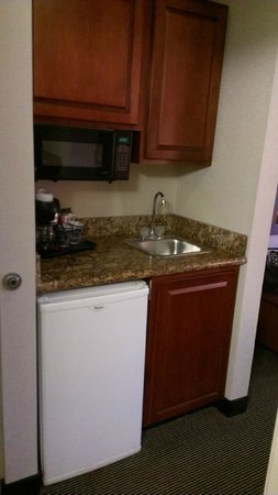 Comfort Inn: Fridge/Microwave area