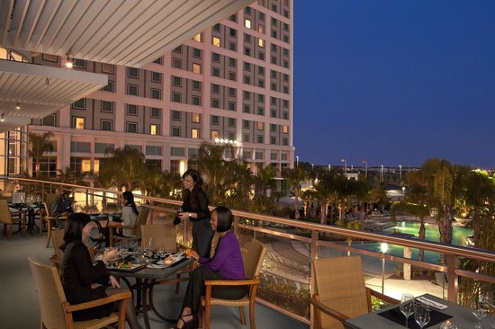 Spencer's For Steaks & Chops: Dine on the outdoor patio looking at the pool area