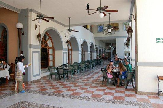 ريو جاليسكو أول إنكلوسيف: Terrasse déjeuner