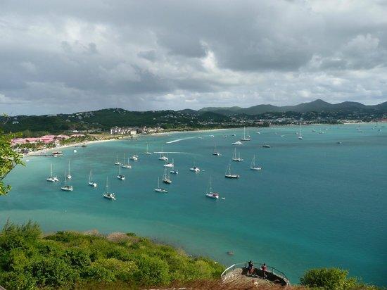 Sandals Grande St. Lucian Spa & Beach Resort: Hotelanlage vom Fort Rodney aus gesehen