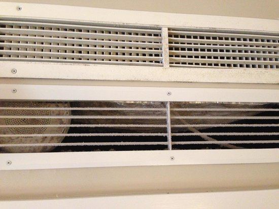 The Royal Hawaiian, a Luxury Collection Resort: Dirty air filter above closet door