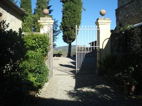 Montebuoni: Entrance to Il Forno