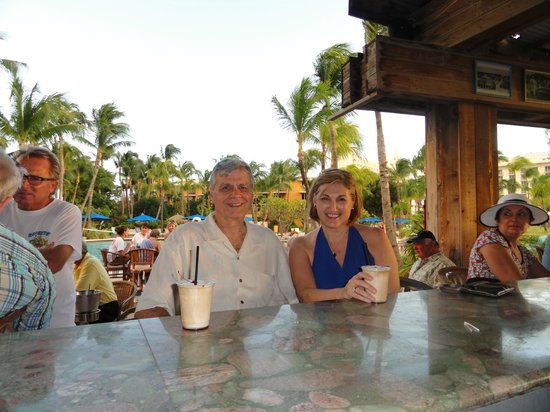 Hilton Aruba Caribbean Resort & Casino: Happy Hour at Castaway's Bar near Guilligan's