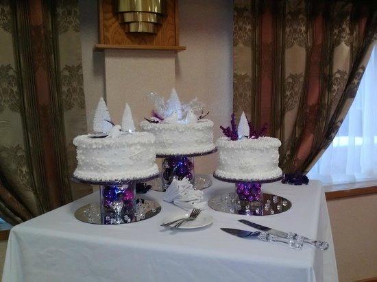 Ramada Hotel & Conference Center by Wyndham Cortland: Wedding Cake Table