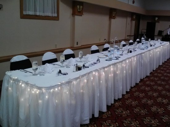 Ramada Cortland Hotel and Conference Center: Wedding Head Table