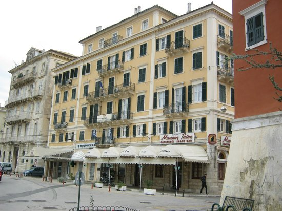 Konstantinoupolis Hotel: from the outside