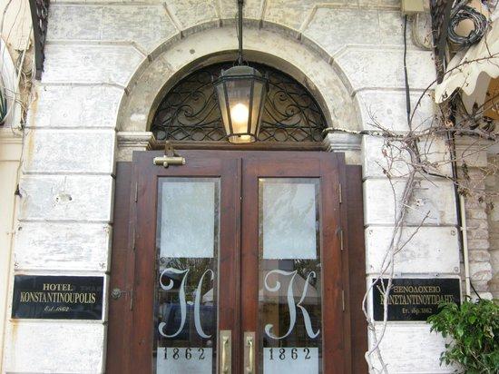 Konstantinoupolis Hotel: The entrance