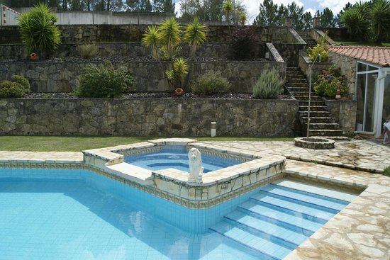 Casa do Trovador: Swimming pool with a small football 5 field on top.