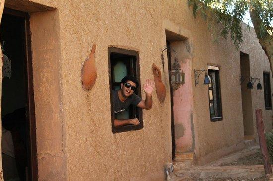 Kasbah Des Dunes: Después de 12 horas viajando, esa es la cara de felicidad de quien encuentra una rica habitación