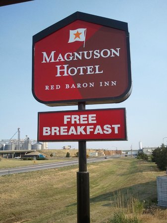 Magnuson Hotel Red Baron: Sign