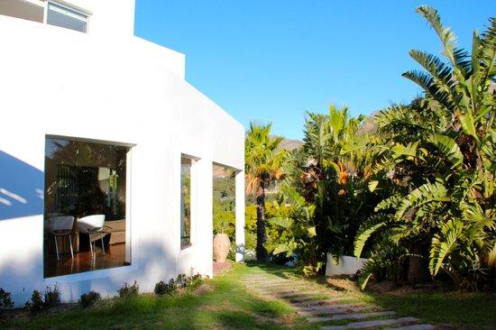 CUBE Guest House: Hausansicht