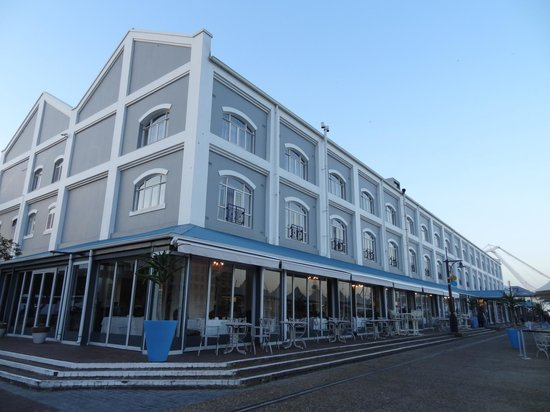 Victoria & Alfred Hotel: The hotel from outside