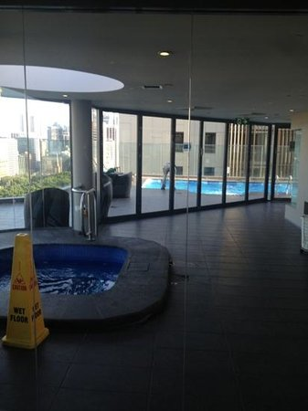 ‪‪Pullman Sydney Hyde Park‬: view of spa and pool from gym