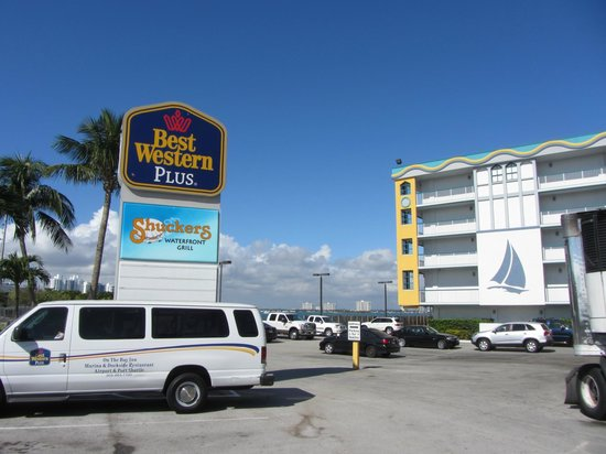 Best Western On The Bay Inn & Marina: front parking