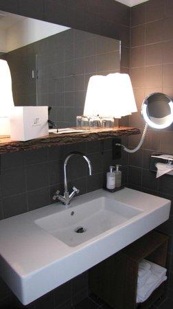 The Weinmeister: bathroom