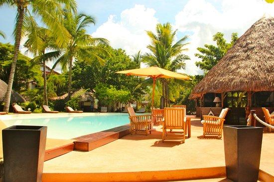 Orangea Village : piscina ed esterno ristorante