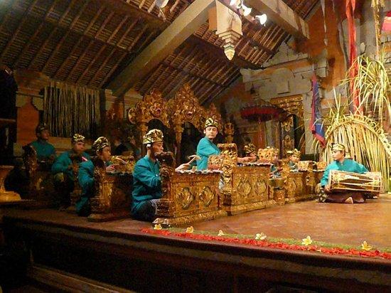 Sri Sunari Guest House: Musiciens balinais
