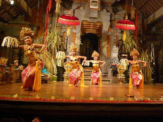 Sri Sunari Guest House: Danse balinaise