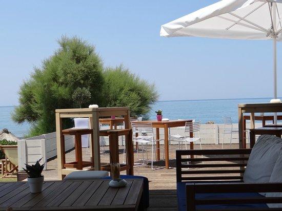 Rethymno Palace: bar à côté de la plage