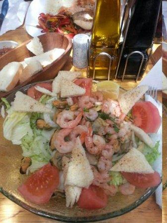 Sol Inti Restaurant: ensalada de mariscos