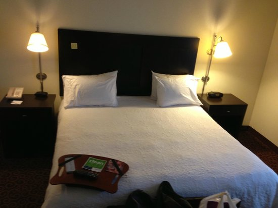 Hampton Inn Kingston: Bed