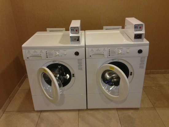 Hampton Inn Kingston: wash machines