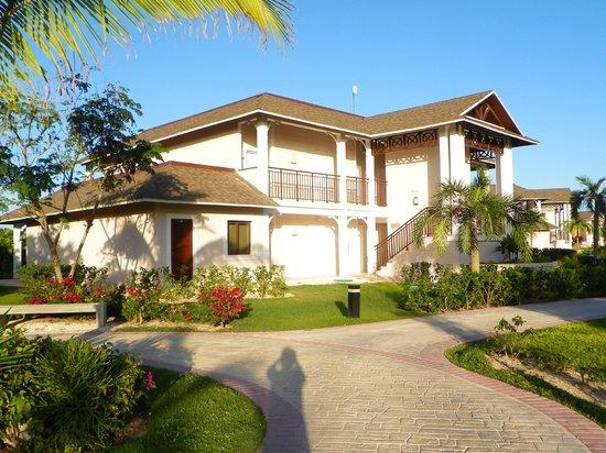 Royalton Cayo Santa Maria: Suite Junior lit king vue terrasse