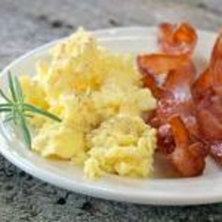 Holiday Inn Asheville - Biltmore East: Fresh Eggs and Breakfast Meat with Free Hot Breakfast