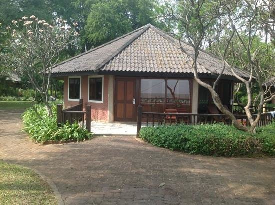 The Regent Cha Am Beach Resort: Chalet in the grounds