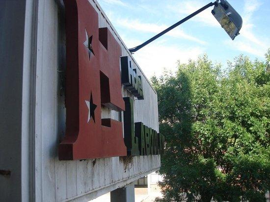 Laboulaye, Argentina: cartel del hotel visto desde el balcon