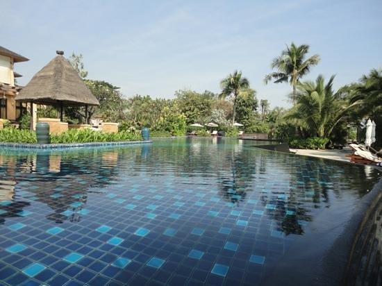 Asara Villa & Suite: zwembad