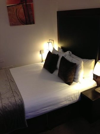 Mercure London Kensington: bed