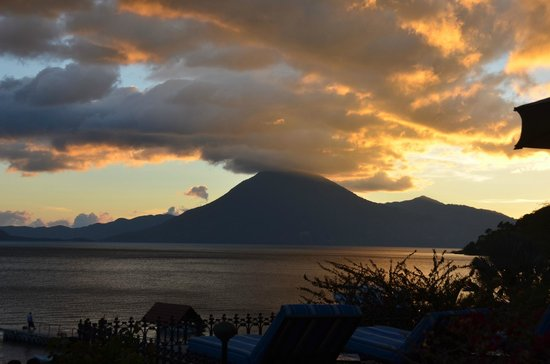 Hotel Atitlan: Sunset from the hotel