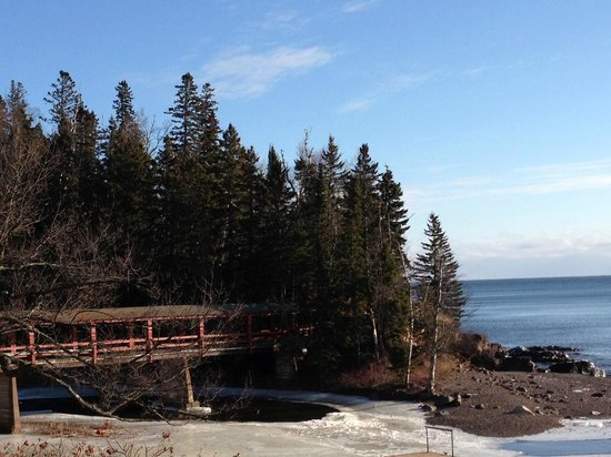 Lutsen Resort on Lake Superior: Covered bridge over Poplar River