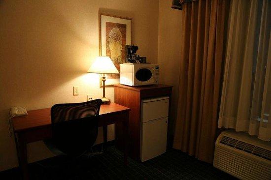 Holiday Inn Express Hotel & Suites Belleville: お部屋にはレンジと冷蔵庫が