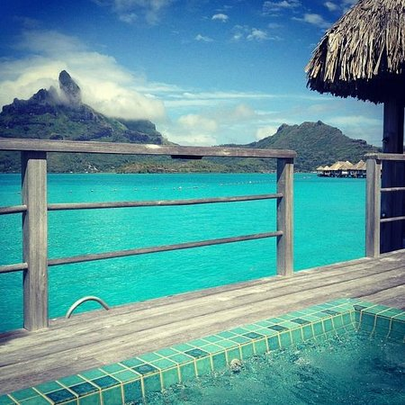 منتجع The St. Regis Bora Bora Resort: our deck facing the mountain 