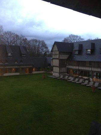 Les Manoirs de Tourgéville: corte interna