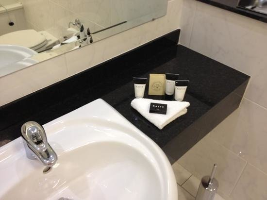 Mullingar Park Hotel: toiletries in bathroom