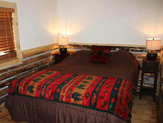 Colorado Cabin Adventures : Paintbrush Cabin Bedroom
