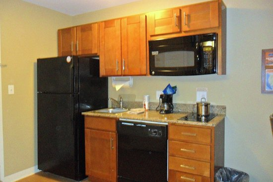 Candlewood Suites Tallahassee: Kitchenette area