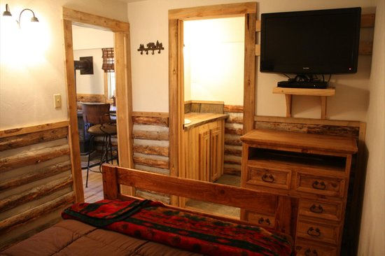 Colorado Cabin Adventures : Trout House Cabin Bedroom