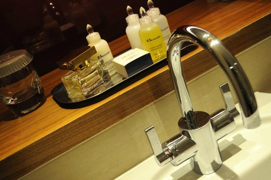 Apex London Wall Hotel: Toiletries