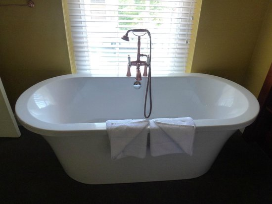 Cape Heritage Hotel: Soaking tub.