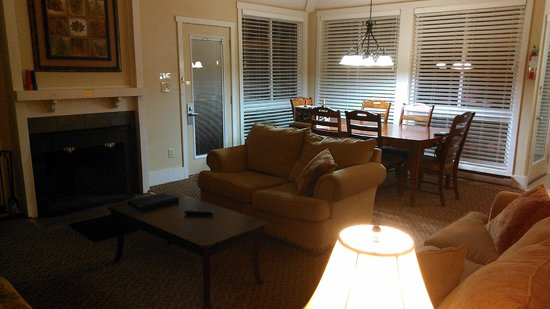 Wyndham Shawnee Village Resort: Entry/Living Room