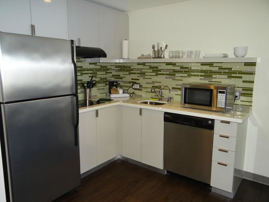 Element Lexington: Spacious kitchen