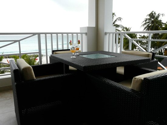 Ocean Two Resort & Residences: Drinks on our verandah. Wow.