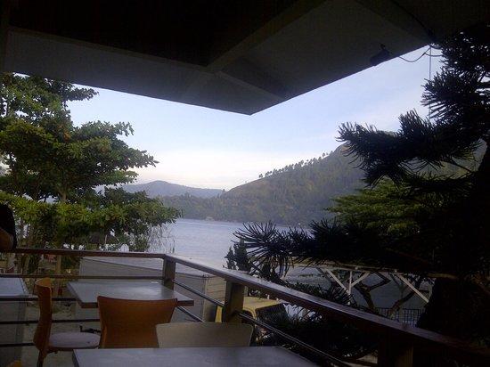 Pandu Lakeside Hotel : pemandangan dari dining area