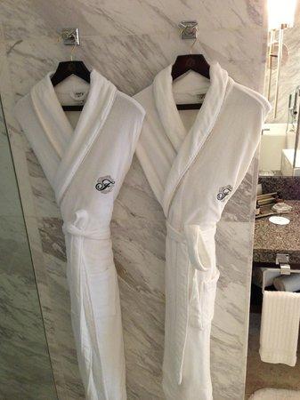 Fairmont Makati: Robes