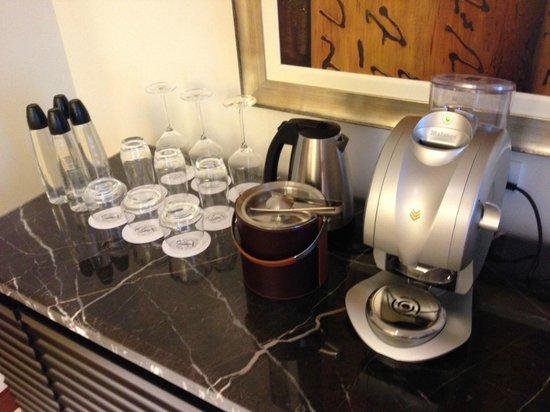 Fairmont Makati: Pod Coffee Maker